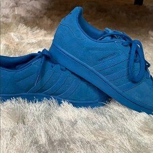 Shoes - Adidas shell toe